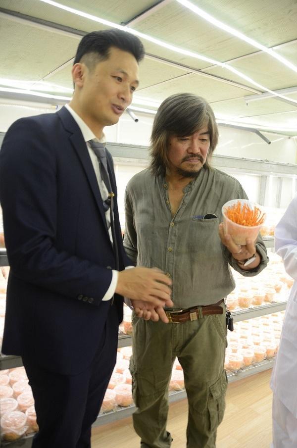 Nhạc sĩ Phạm Hồng Sơn tại khu nuôi trồng 169 Nguyễn Ngọc Vũ - Hà Nội